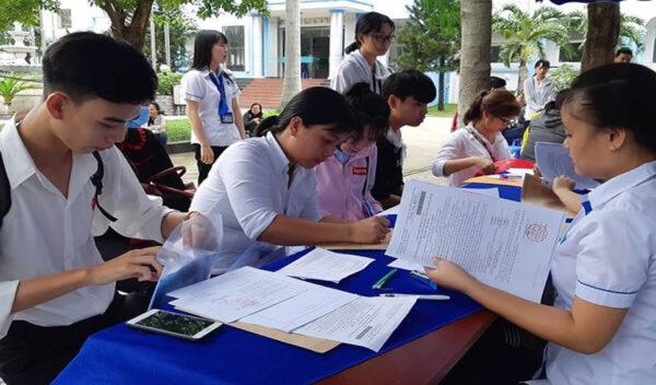 Đăng ký xét tuyển ĐH,CĐ: Chỉ nên chọn 4 – 5 nguyện vọng