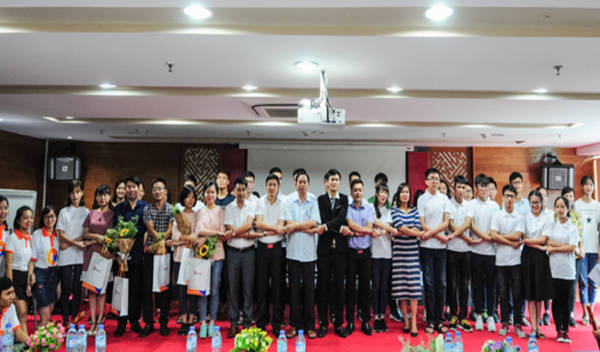 CLB Thủ khoa mở lớp ôn thi tốt nghiệp THPT quốc gia miễn phí cho học sinh