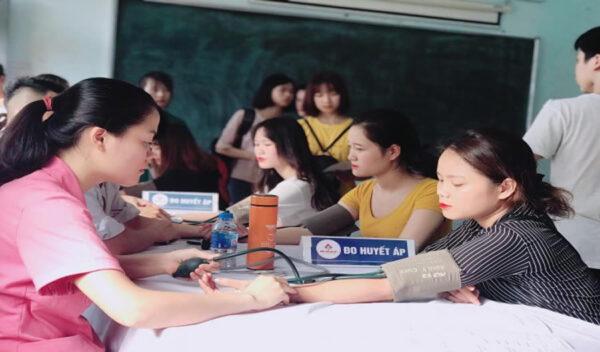 Trường CĐ Y Dược Tuệ Tĩnh Hà Nội tổ chức khám sức khỏe đầu khóa cho các tân sinh viên