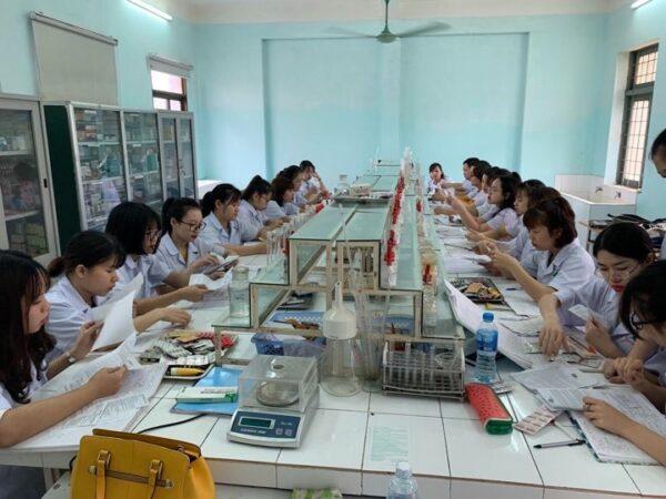 Dược sĩ – Ngành học hot năm 2020