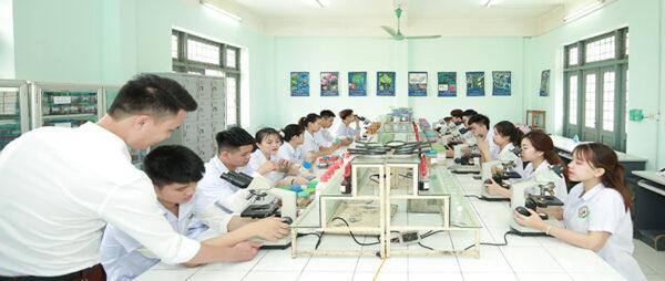 Báo Lao động – Chất lượng là nền tảng phát triển của Nhà trường