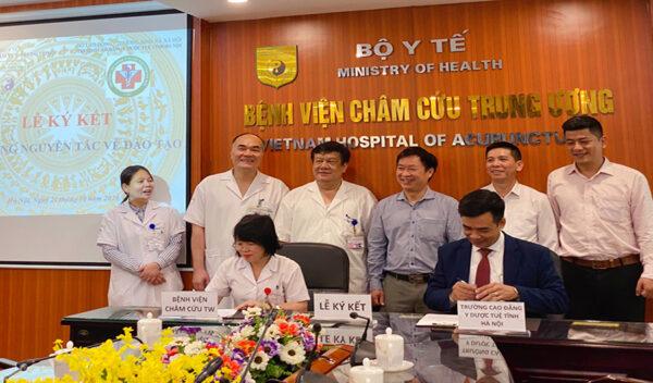 Lễ ký kết thoả thuận hợp tác toàn diện giữa Trường Cao đẳng Y Dược Tuệ Tĩnh Hà Nội và Viện Châm cứu Trung ương